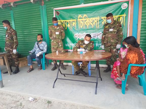 আটোয়ারীতে সেনা বাহিনীর ফ্রি স্বাস্থ্য সহায়তা ক্যাম্প