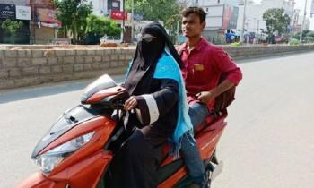 স্কুটিতে ১৪শ কিলোমিটার পাড়ি দিয়ে ছেলেকে উদ্ধার করলেন মা