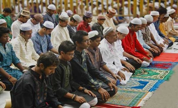 ব্রিটেনে রবিবার ঈদ, ঈদের নামাজ ঘরে আদায় করার পরামশ্য ইসলামী স্কলারদের