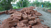 পটুয়াখালীরর বাউফলে সড়ক নির্মাণে নিম্নমানের সামগ্রী!
