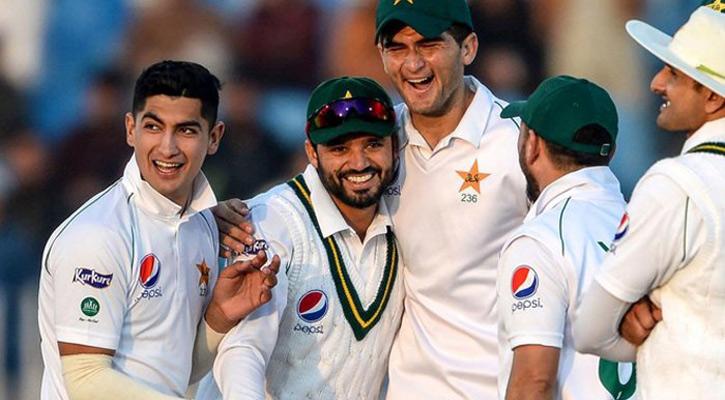 ইংল্যান্ড সফর: প্রথম টেস্টের দল ঘোষণা করল পাকিস্তান