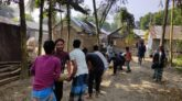 সরিষাবাড়ীতে গ্রামবাসীর নিজস্ব অর্থায়নে রৌহা নদীর উপর 'কাঠের সেতু'