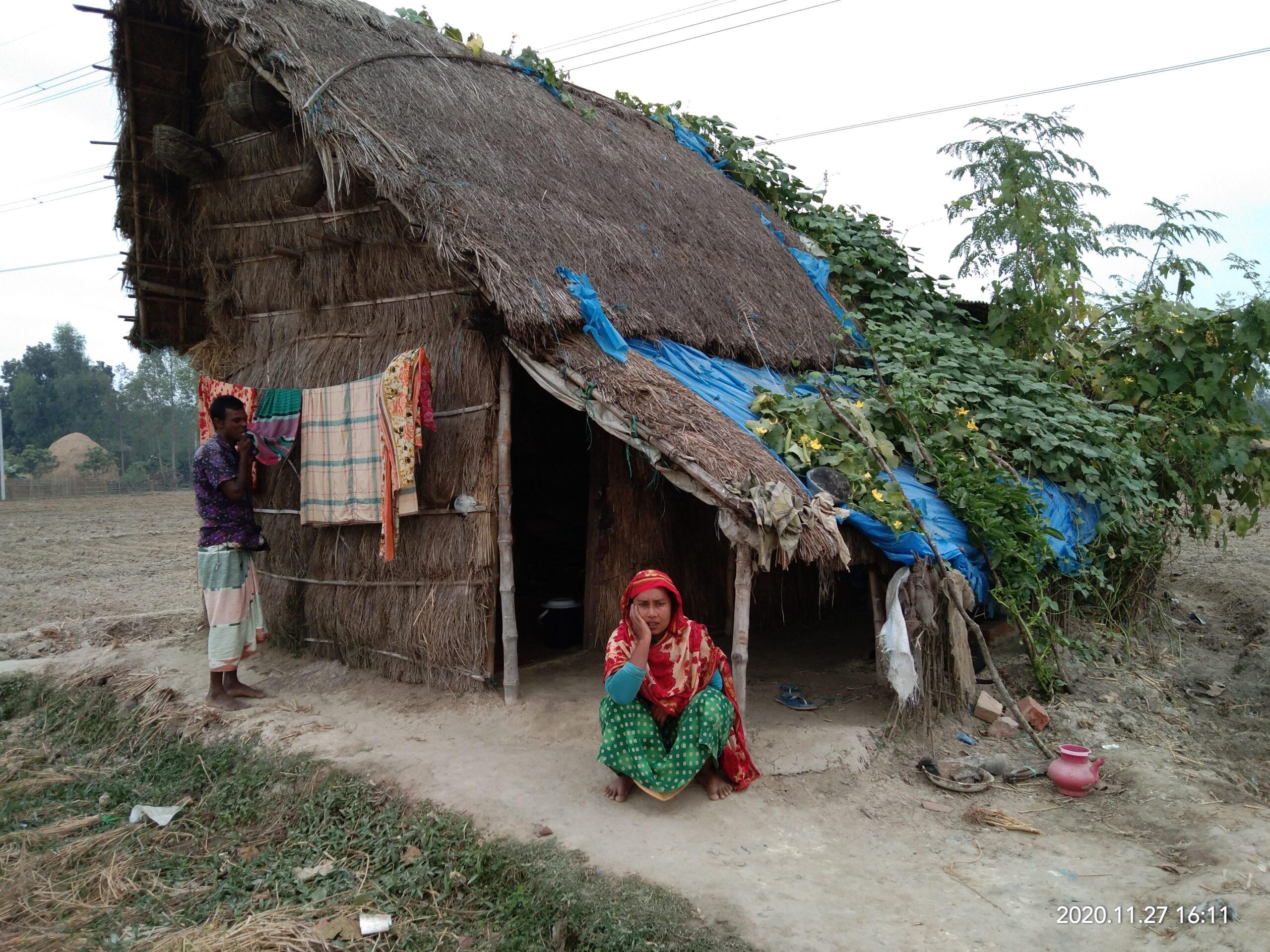নবাবগঞ্জে ঝুঁকি নিয়ে হাসিনার বসবাস