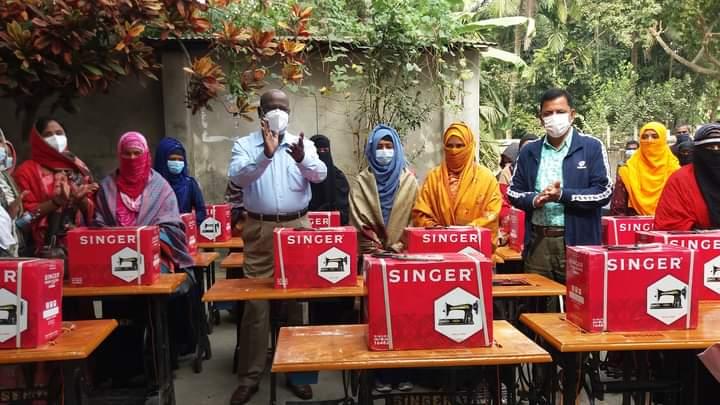 পাবনার ভাঙ্গুড়ায় শিক্ষার্থীদের সেলাই মেশিন বিতরন