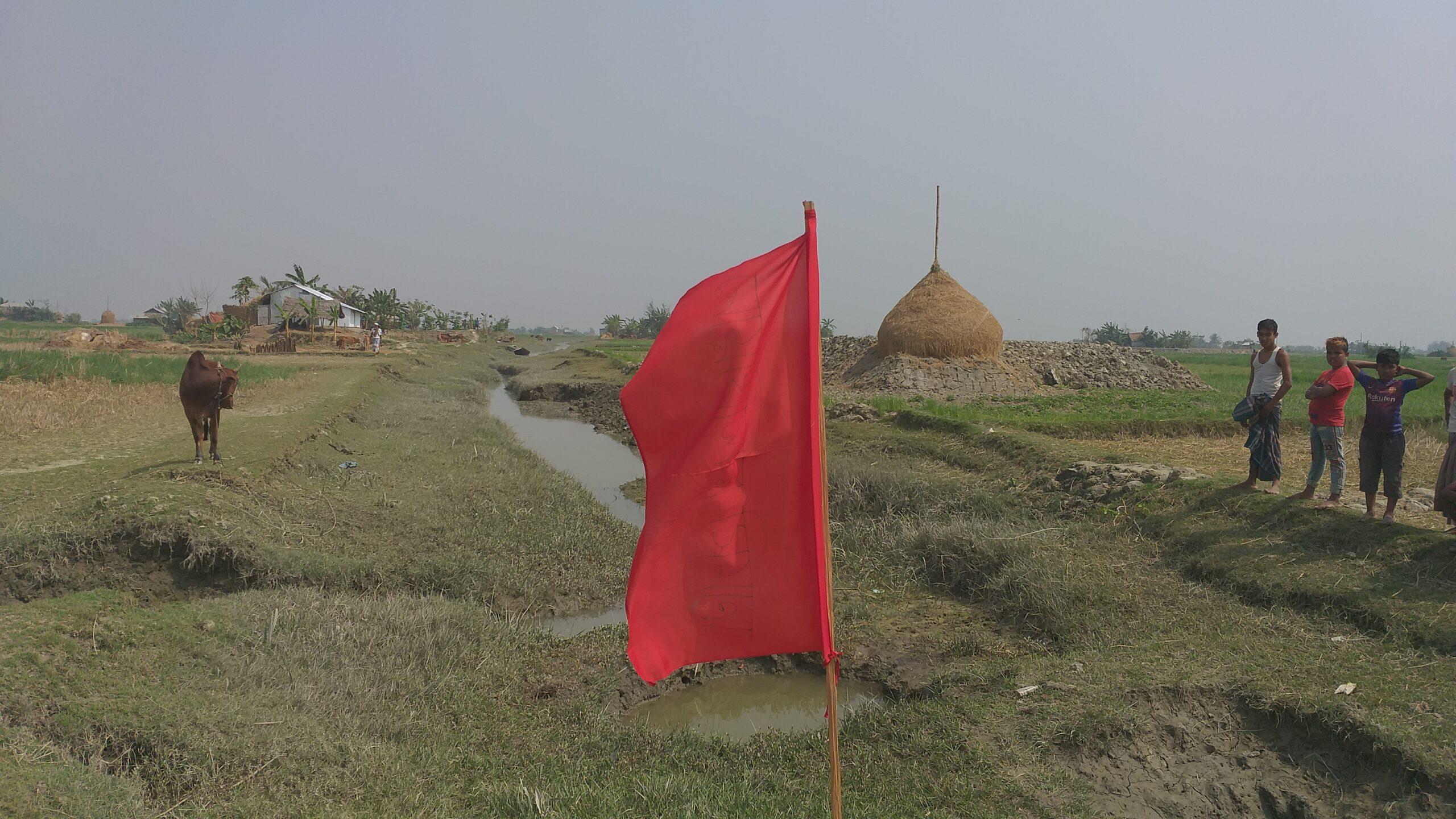তজুমদ্দিনের চরে গভীর রাতে সশস্ত্র মহড়া, উড়ছে লাল নিশান। আতংকিত শত শত কৃষক।।