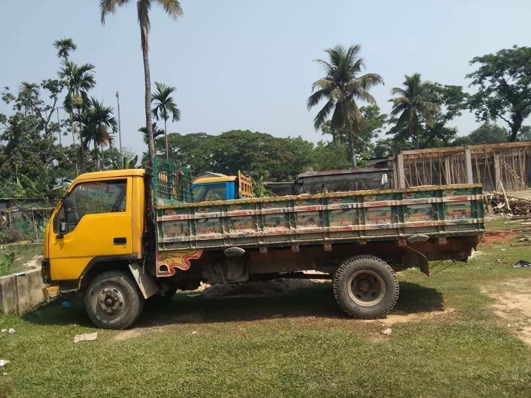 শ্রীমঙ্গল থানা পুলিশের অভিযানে অবৈধ বালুভর্তি ট্রাক আটক