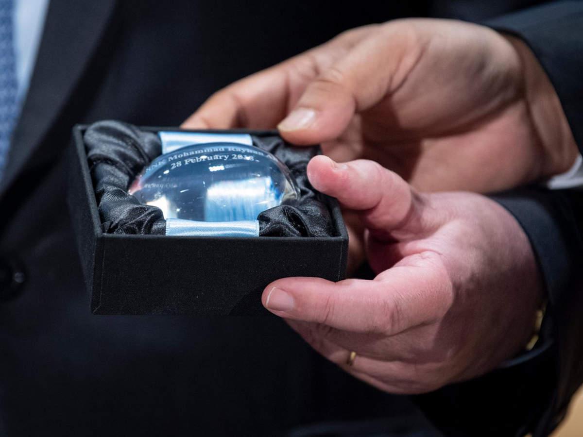 """জাতিসংঘ বাংলাদেশের ৮ শান্তিরক্ষীকে """"দ্যাগ হ্যামারশোল্ড মেডেল"""" প্রদান করলো"""