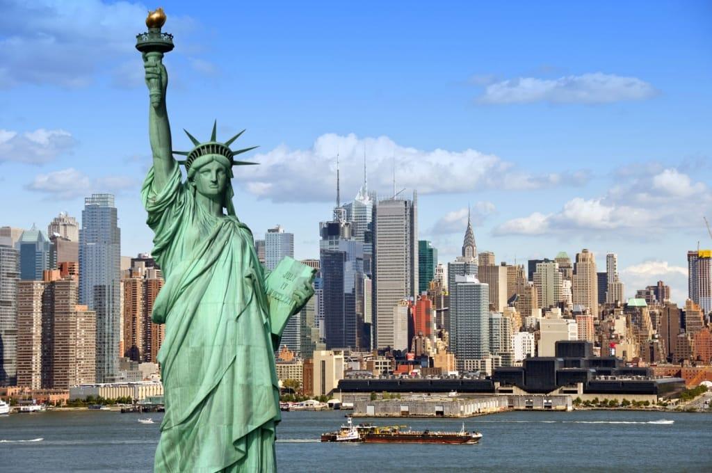 যুক্তরাষ্ট্রে স্থায়ীভাবে বসবাসের সুযোগ হারাচ্ছেন ৩ লাখ ২০ হাজার মানুষ