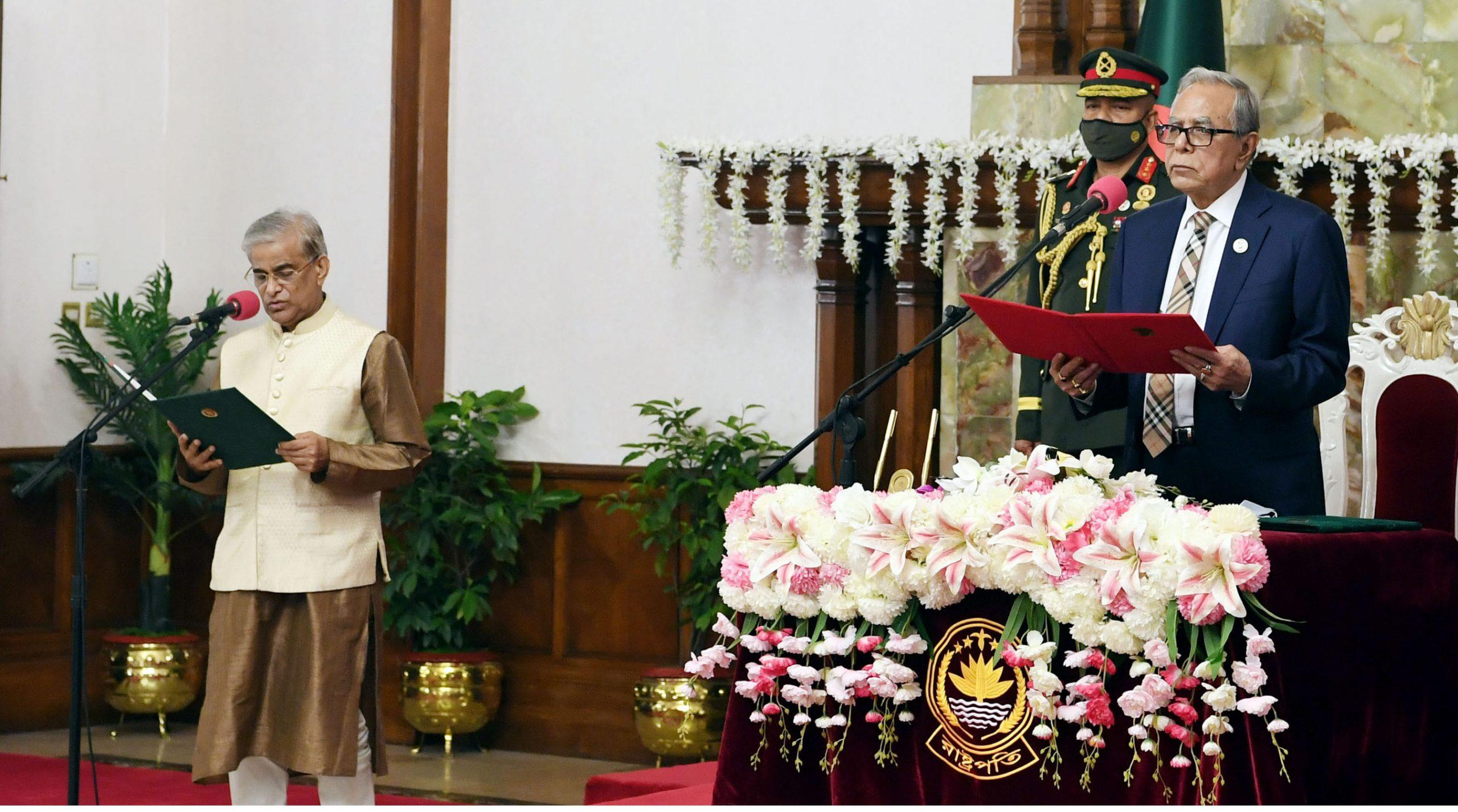 প্রতিমন্ত্রী হিসাবে শপথ নিলেন প্রফেসর ড. শামসুল আলম